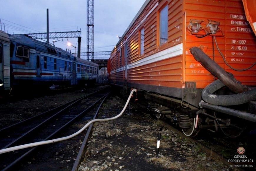 У Тернополі рятувальники гасили палаючий потяг (фото, відео), фото-4