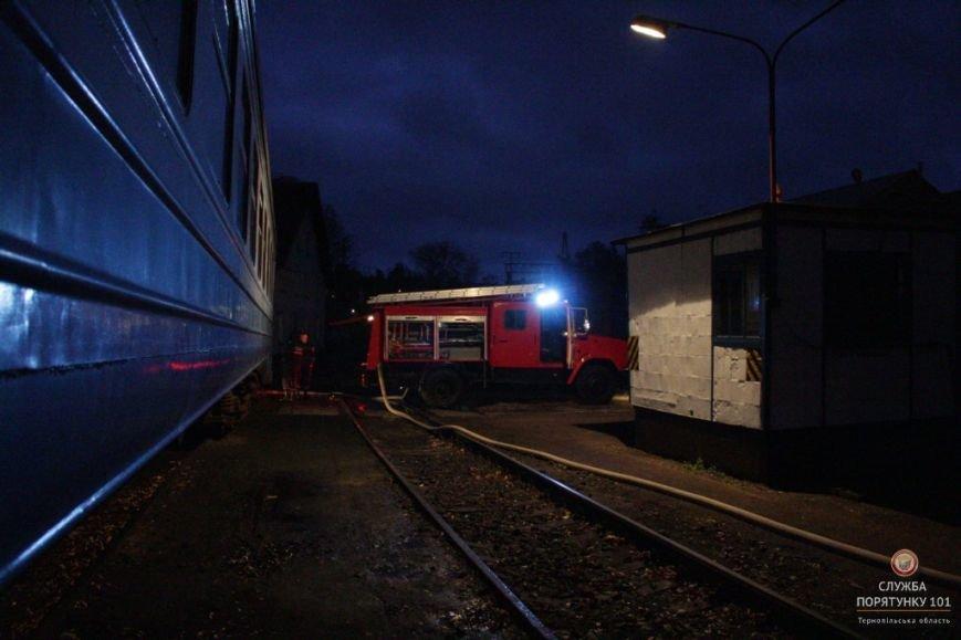 У Тернополі рятувальники гасили палаючий потяг (фото, відео), фото-3