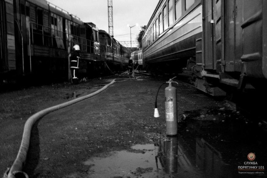 У Тернополі рятувальники гасили палаючий потяг (фото, відео), фото-5