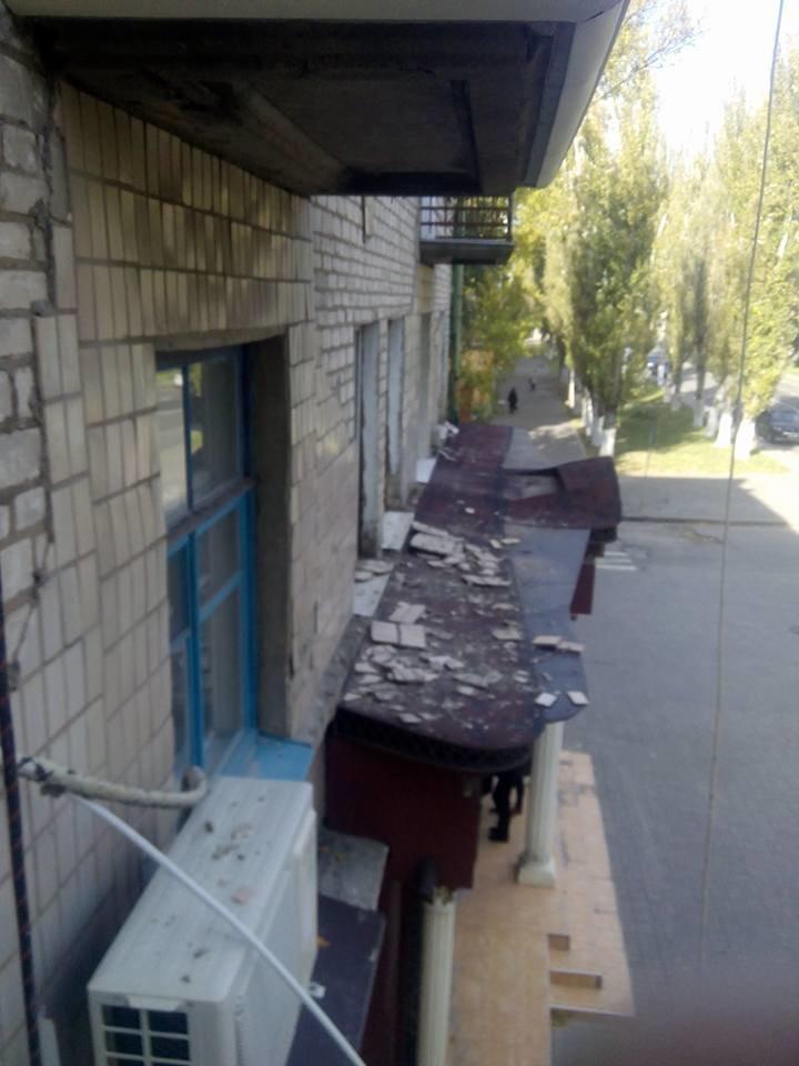 Ты туда не ходи,ты сюда ходи: херсонцев призывают держаться подальше от фасадов зданий (фото), фото-1