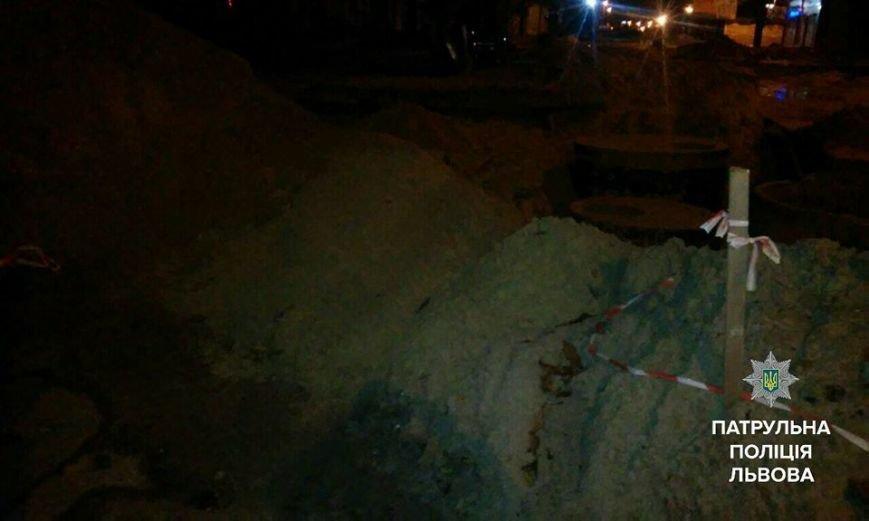 П'яний водій легковика втікаючи від патрульних в'їхав у насип піску та перевернувся (ФОТО), фото-3