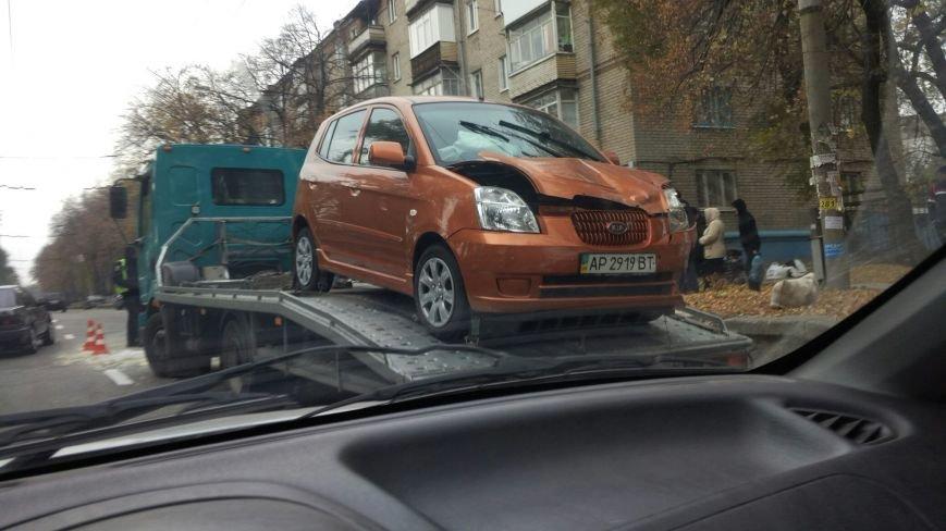 В Запорожье столкнулись две машины: одно авто перевернуто, велосипедистке ампутировали ногу, - ФОТО, фото-3