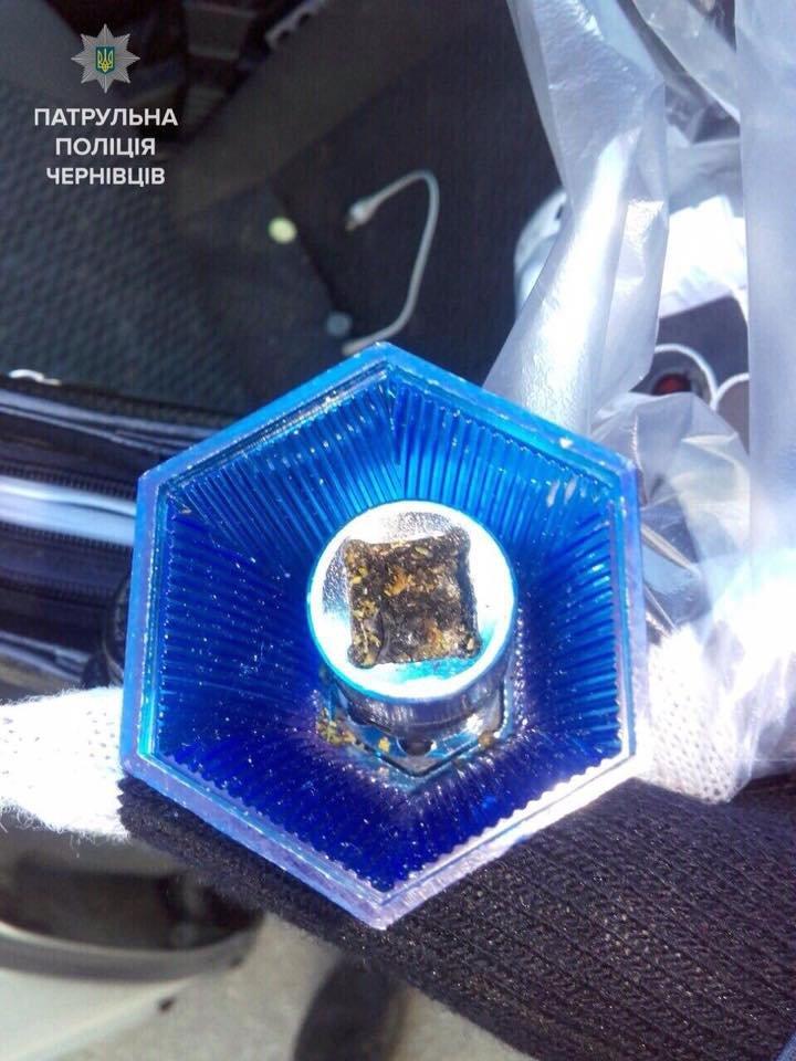 Правоохоронці зупинили водія, який знаходився під дією наркотиків (ФОТО), фото-1