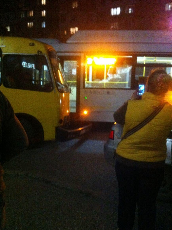 Аварийные выходные в Симферополе: На Севастопольской столкнулось 6 машин, а на М.Жукова маршрутка врезалась в автобус (ФОТО), фото-3