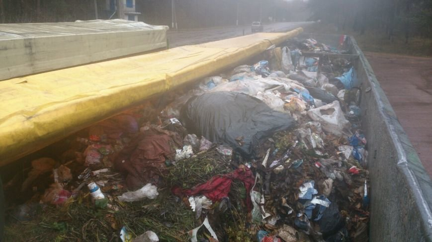 Полиция потребовала от мэра Глухова Мишеля Терещенко объяснить, как в городе оказалось 100 тонн львовского мусора, фото-2