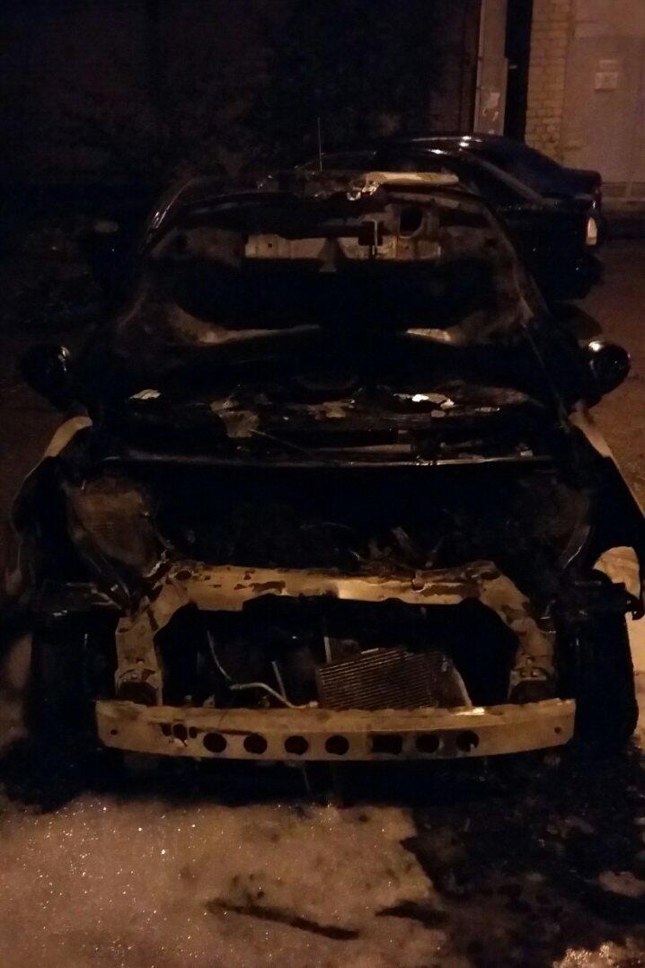 Ночью в Харькове сожгли иномарку (ФОТО), фото-1