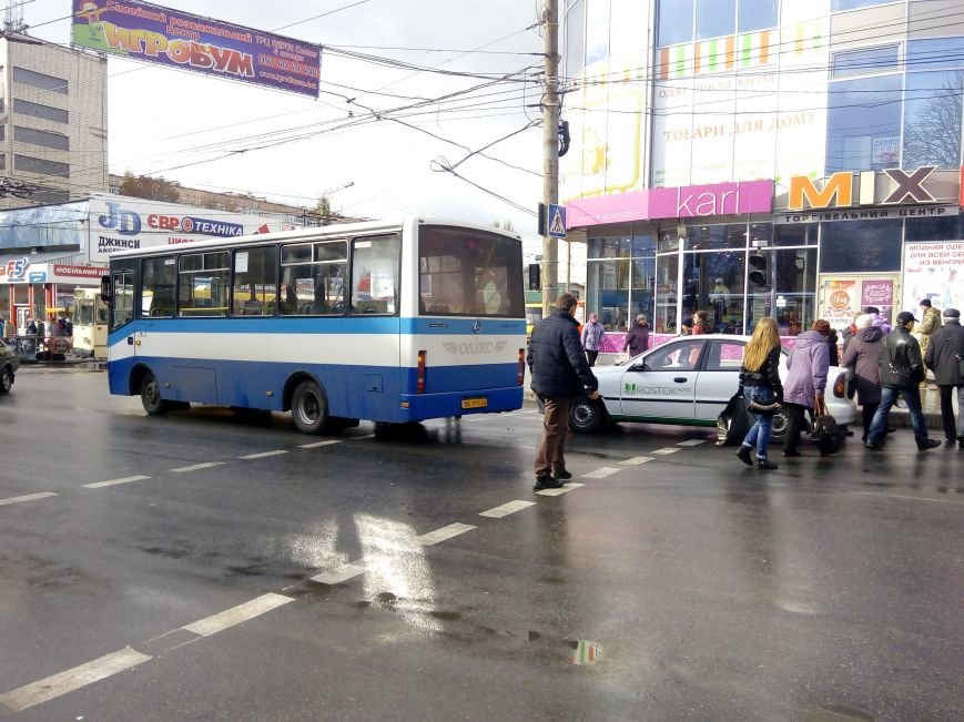 В Кропивницком легковой автомобиль врезался в автобус (ФОТО), фото-2