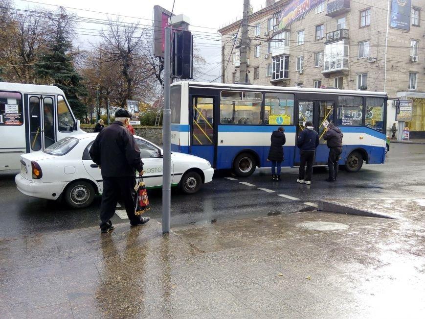 В Кропивницком легковой автомобиль врезался в автобус (ФОТО), фото-1