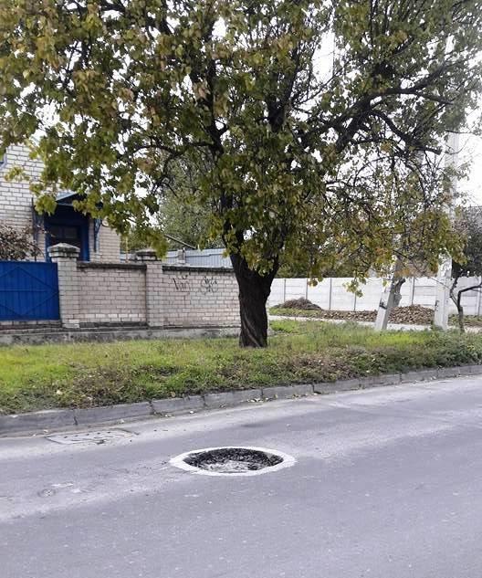Херсонцы в соцсетях предупреждают друг друга о ямах на   дорогах (фото), фото-1