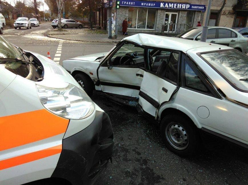 В Запорожье машина скорой помощи попала в аварию, есть пострадавший, - ФОТО, фото-1