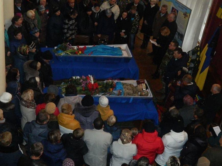 Новоград-волинці попрощалися з солдатами які загинули в зоні АТО під Маріуполем, фото-3