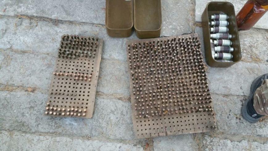 В зоне АТО нашли четыре тайника с снарядами, оружием и взрывчаткой (ФОТО, ВИДЕО), фото-1