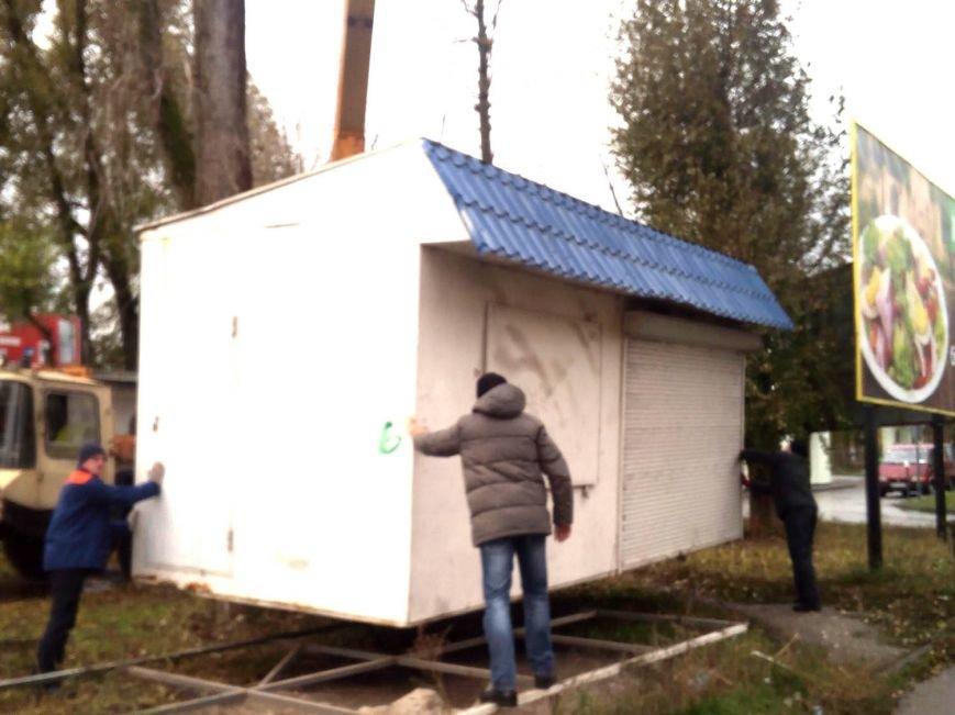 На вул. Живова у Тернополі почали прибирати незаконно встановлені кіоски (фото), фото-2