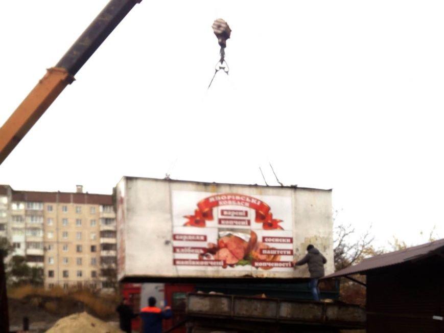 На вул. Живова у Тернополі почали прибирати незаконно встановлені кіоски (фото), фото-1
