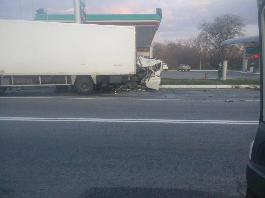 Под Мелитополем микроавтобус врезался в фуру, водитель погиб на месте, - ФОТО, фото-1