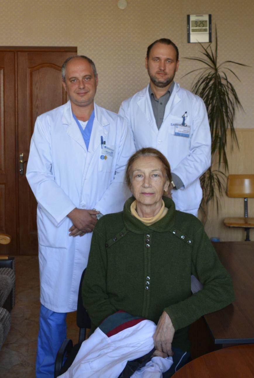 Пациентка с хирургами (слева направо Губка В.А. и Ермолаев Е.В.