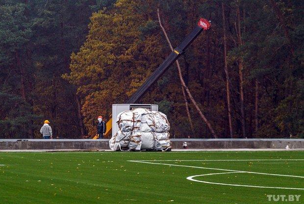 """""""Скоро поднимем крышу"""": как в Гродно строят уникальный для Беларуси футбольный манеж, фото-1"""