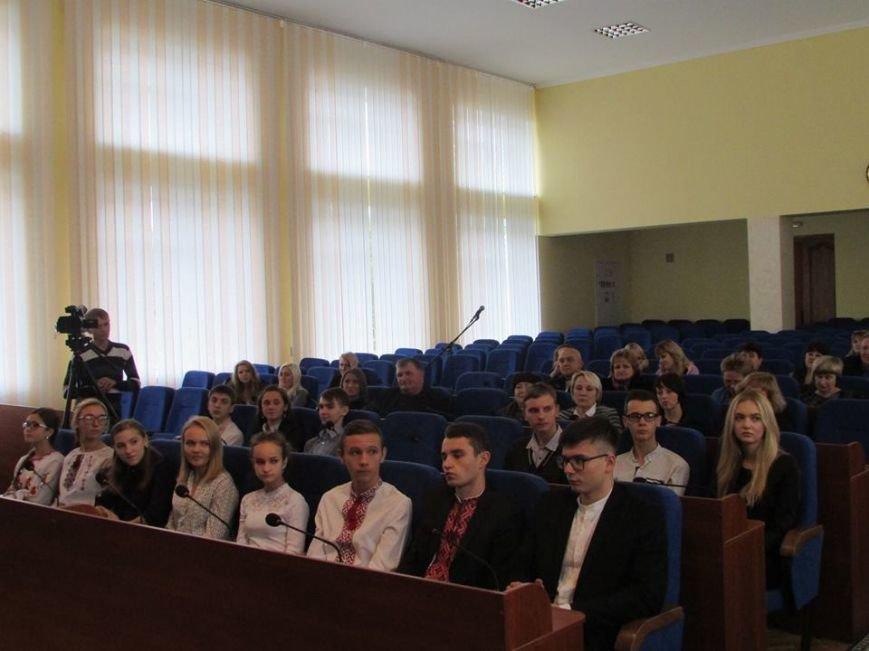 У Новограді-Волинського відбулося урочисте вручення дипломів стипендіатам міського голови, фото-1