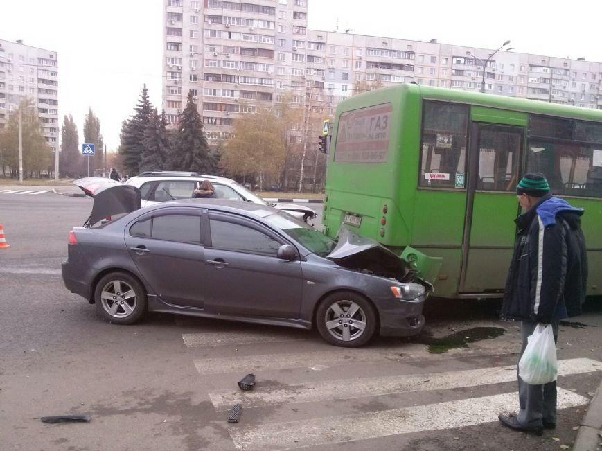 """На Алексеевке иномарка врезалась в """"маршрутку"""" (ФОТО), фото-2"""