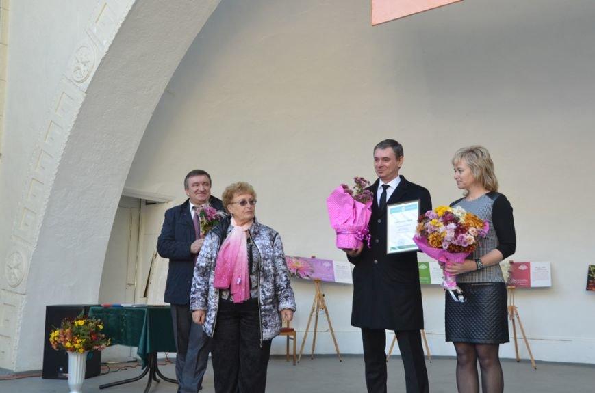 Селекционеры Никитского сада назвали одну из новых форм хризантем в честь города Волжский, фото-1