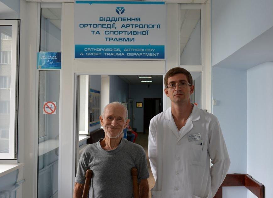 Перед выпиской_Петр Дмитриевич и заведующий клиникой ортопедии Иван Забелин