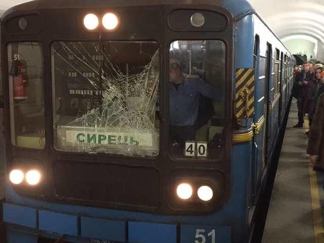Прервана работа зелёной ветки метро: человек упал на рельсы, фото-1