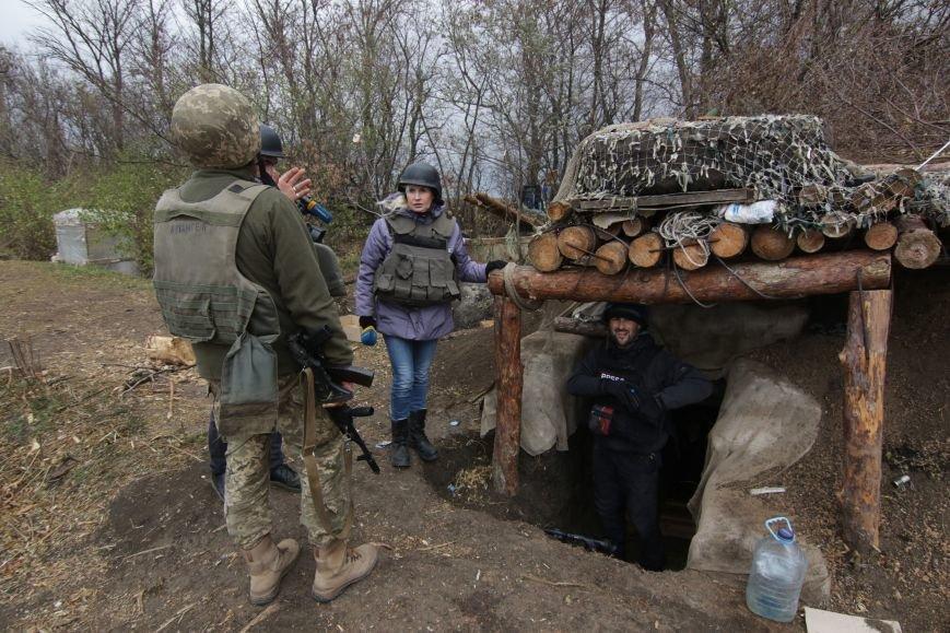 Украинские журналисты попали под обстрел на окраинах Мариуполя (ВИДЕО, ФОТО), фото-1