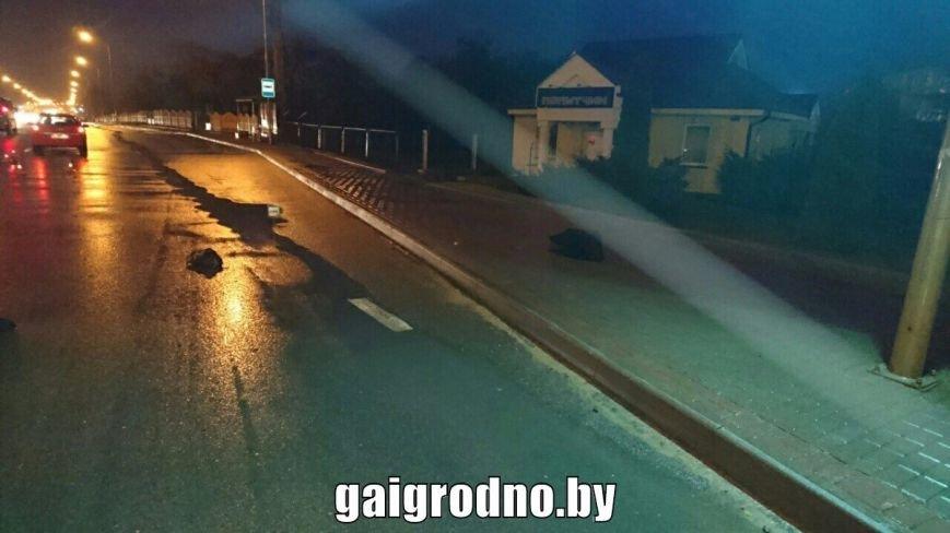 """В Лиде водитель на """"зебре"""" тормозил перед одним человеком, а в итоге сбил другого: в больницу попала пенсионерка, фото-3"""
