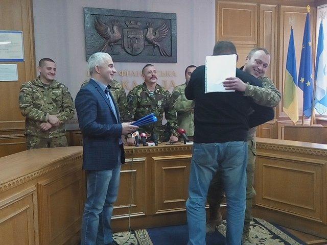 У Франківську бійці АТО отримали квартири у новобудові. Першими у гості завітали журналісти (ФОТО+ВІДЕО), фото-3