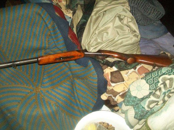 Боеприпасы для коллекции и каннибас для ванной: на Николаевщине полиция провела обыск в доме пенсионера (ФОТО), фото-3