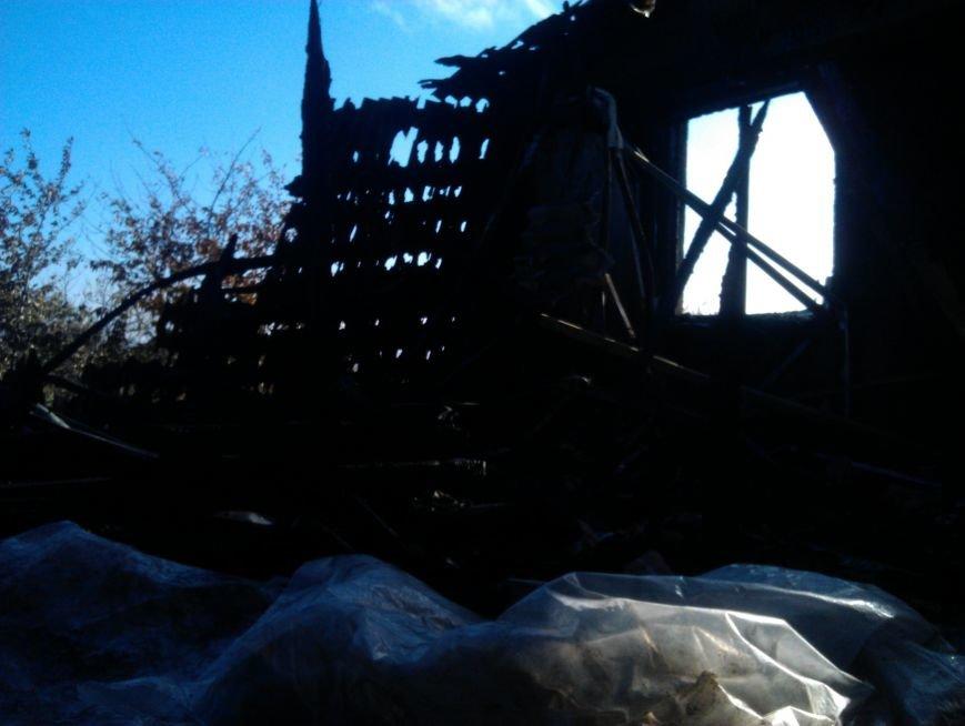 Погорелица с улицы Попова просит мариупольцев помочь хоть старой мебелью (ФОТО), фото-11