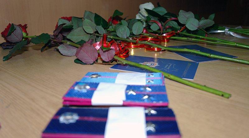 Полицейские Бахмута получили «звездочки» и цветы от начальника, фото-6