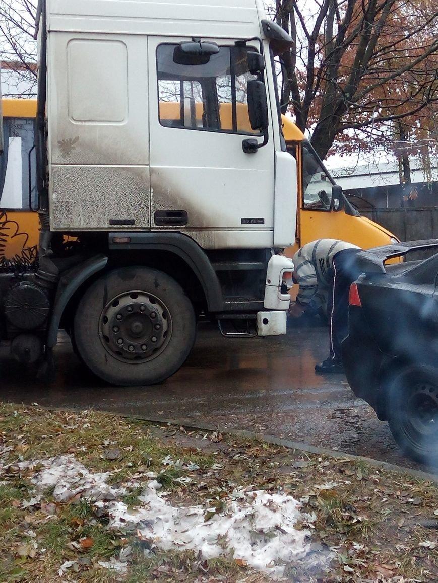 В Сумах столкнулись легковой автомобиль и фура (ФОТО), фото-2