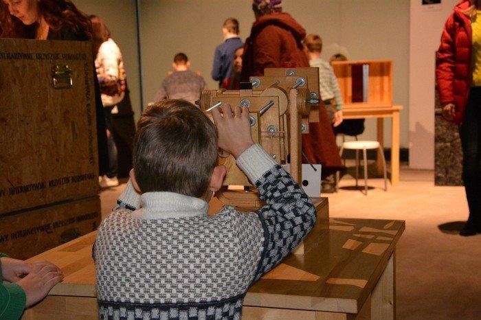 """В Гродно проходит выставка оптических иллюзий, где любой желающий может """"потрогать свет"""", фото-10"""