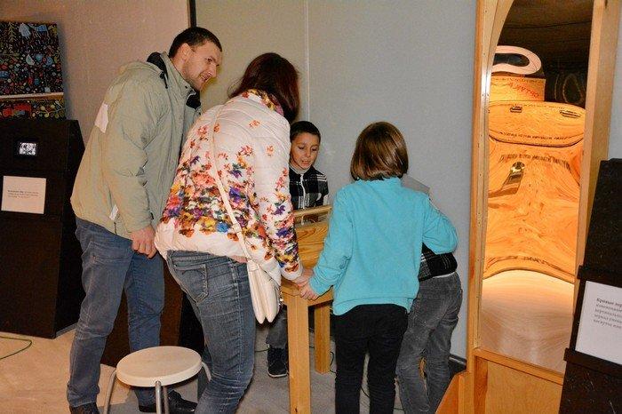 """В Гродно проходит выставка оптических иллюзий, где любой желающий может """"потрогать свет"""", фото-8"""