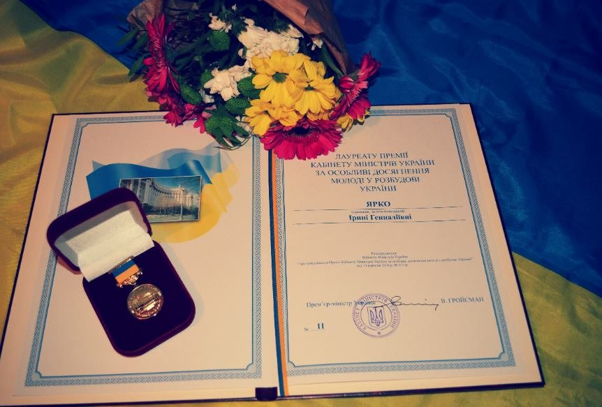 Гройсман лично вручил запорожской активистке медаль и премию, - ФОТО, фото-2