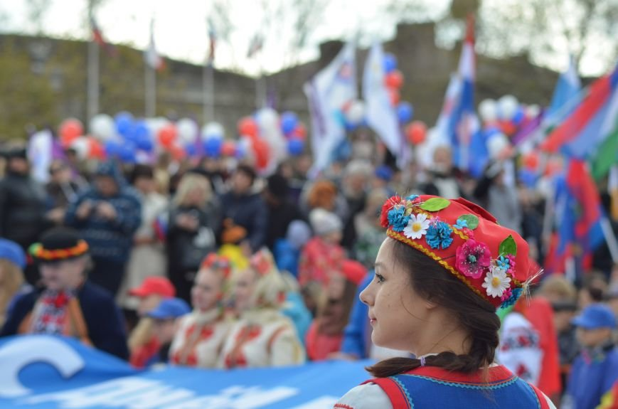 В Крыму участие в шествиях ко Дню народного единства приняли более 40 тысяч человек, половина из них - в Симферополе (ФОТО), фото-14