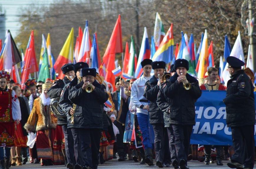 В Крыму участие в шествиях ко Дню народного единства приняли более 40 тысяч человек, половина из них - в Симферополе (ФОТО), фото-9