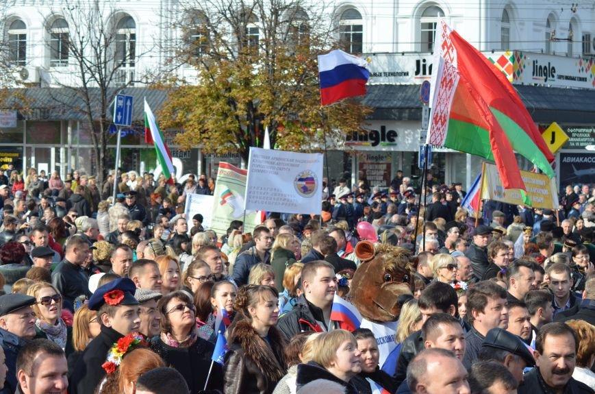 В Крыму участие в шествиях ко Дню народного единства приняли более 40 тысяч человек, половина из них - в Симферополе (ФОТО), фото-13