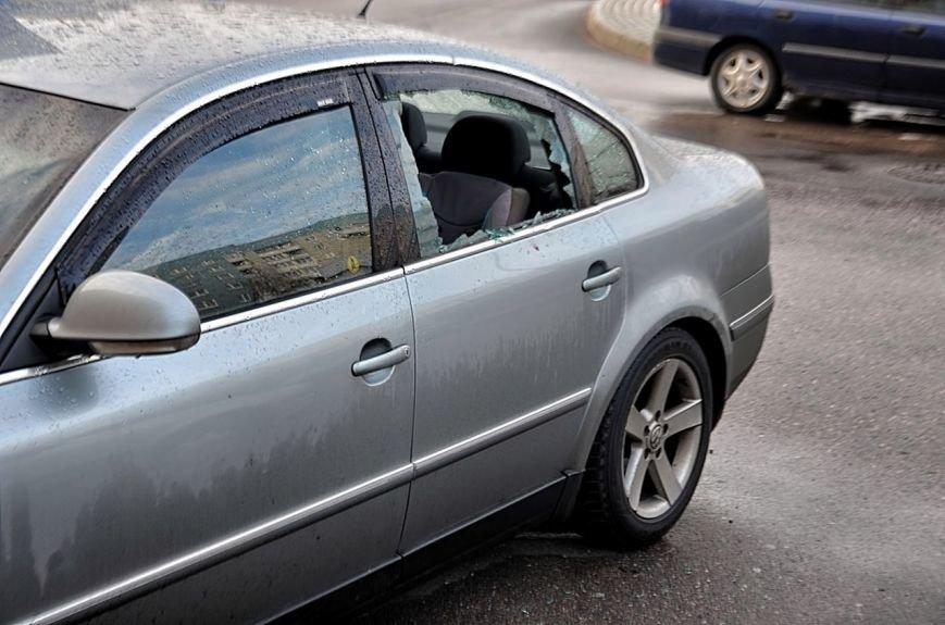 """""""Я изобрел машину времени и спасу вас!"""": утром в Гродно мужчина разбил доской стекла в 8 автомобилях, фото-3"""