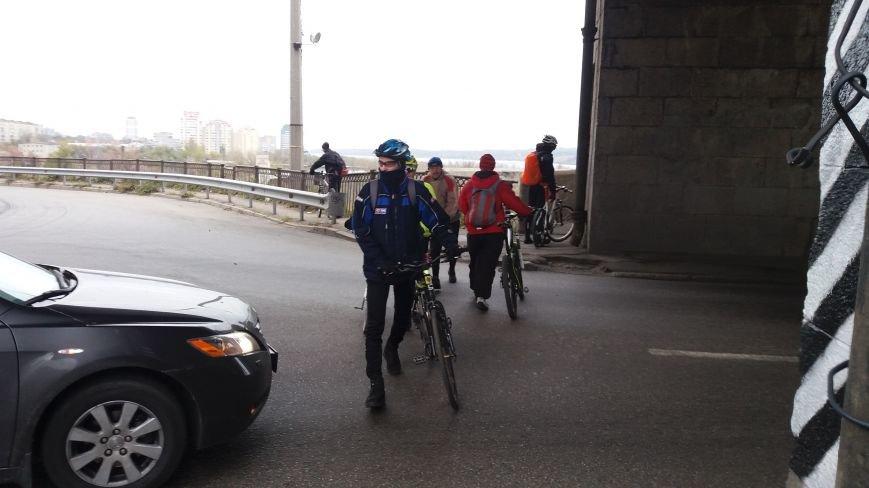 Запорожские велоактивисты заблокировали проезд по мосту Преображенского, - ФОТО, ВИДЕО, фото-2