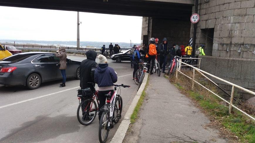 Запорожские велоактивисты заблокировали проезд по мосту Преображенского, - ФОТО, ВИДЕО, фото-7