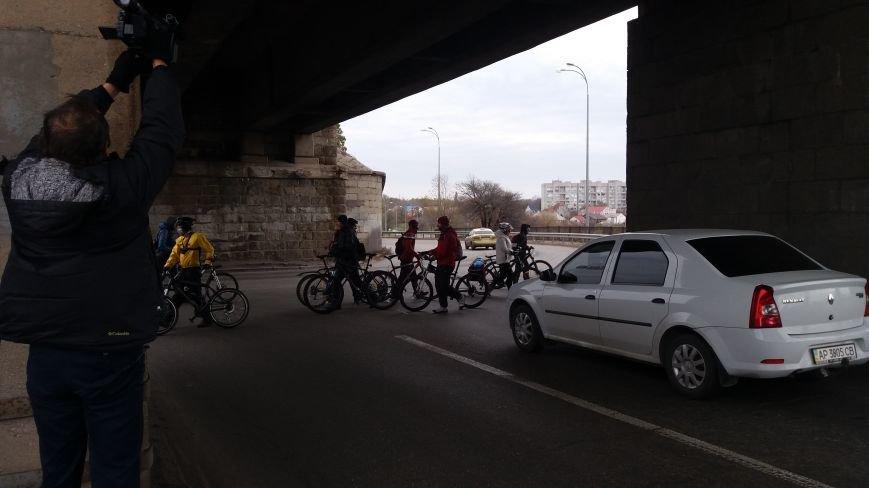 Запорожские велоактивисты заблокировали проезд по мосту Преображенского, - ФОТО, ВИДЕО, фото-3