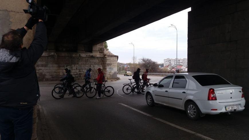 Запорожские велоактивисты заблокировали проезд по мосту Преображенского, - ФОТО, ВИДЕО, фото-4