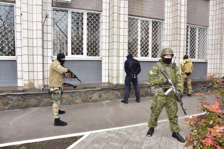 В Мариуполе спецназ превратился в альпинистов, чтобы освободить здание Нацполиции от террористов(ФОТО), фото-13