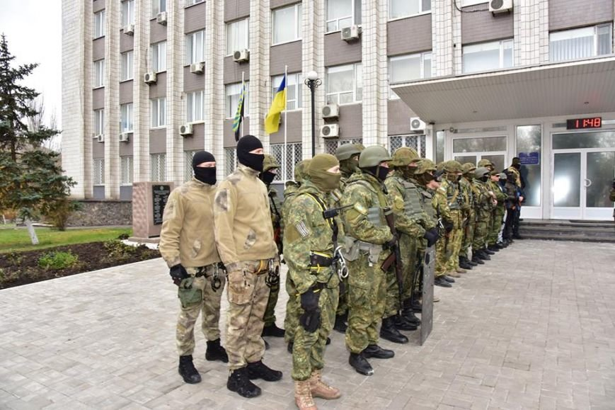 В Мариуполе спецназ превратился в альпинистов, чтобы освободить здание Нацполиции от террористов(ФОТО), фото-4