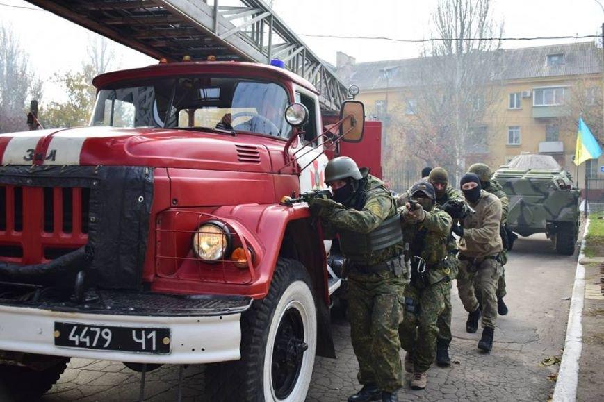 В Мариуполе спецназ превратился в альпинистов, чтобы освободить здание Нацполиции от террористов(ФОТО), фото-6