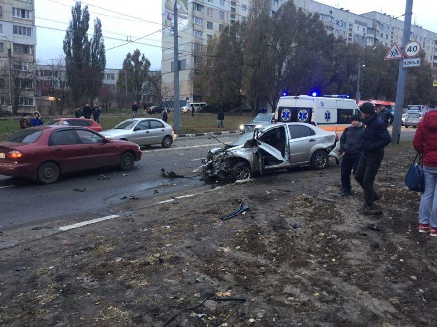 На Алексеевке столкнулись две иномарки: есть пострадавшие (ФОТО), фото-1