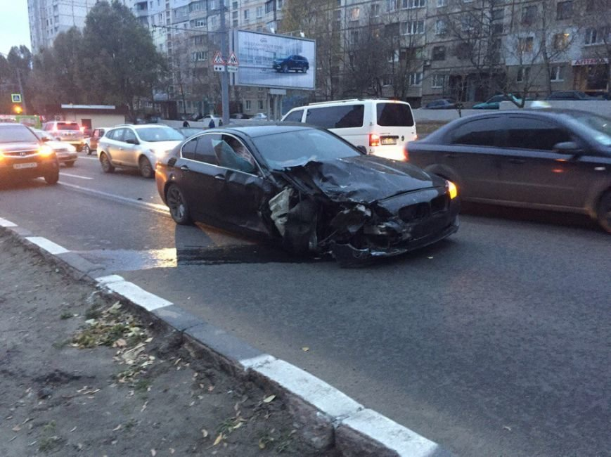 На Алексеевке столкнулись две иномарки: есть пострадавшие (ФОТО), фото-2