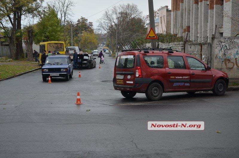 В Центре Николаева столкнулись три автомобиля (ФОТО), фото-3